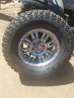 Pro Comp Chrome Rim w New Tire 33 17 for Sale in Aurora, CO