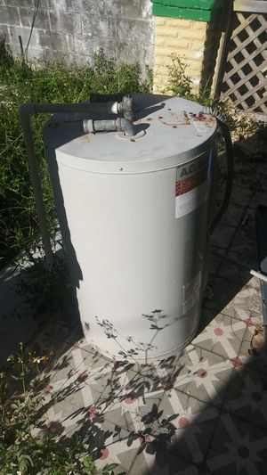 30 gal electric water heater for Sale in Tampa, FL