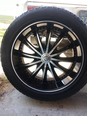 """6 Lug Universal 22"""" Wheels ( Chevy , Ford ) for Sale in Riverside, CA"""