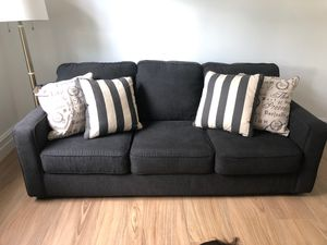 Queen size pull out couch with pillows for Sale in Fort Lauderdale, FL