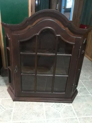 Antique Display Case ( 7 wx 27 L x 27 height ) in good condition no broken glass or no chips, 50. Solid Wood & it also locks have the key . for Sale in Princeton, TX