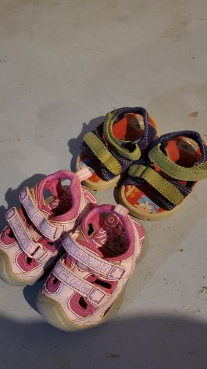 Size 2c sandals for Sale in Roseville, MI