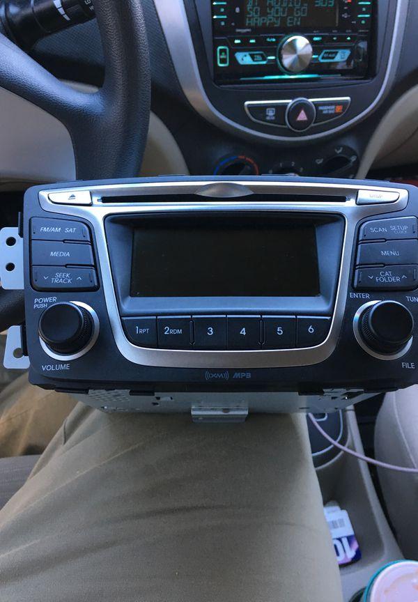 Hyundai Factory Stereo (Head Unit) Part #96170-1R111RDR Model AC180SBAN