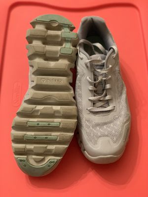USED Reebok 9.5 for Sale in Mystic Islands, NJ