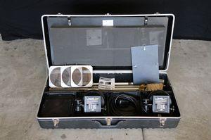 Lowel DP 1K Light Kit - Lighting Equipment, 1000 Watt for Sale in Chino Hills, CA