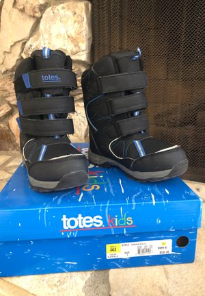 Totes kids snow boots size 1 for Sale in Long Beach, CA