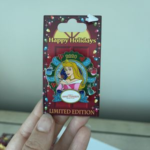 Disney Holiday Limited Edition Pins (set Of 5) for Sale in Miami, FL