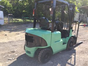 Forklift Mitsubishi diesel motor pneumatic tires for Sale in Seagoville, TX