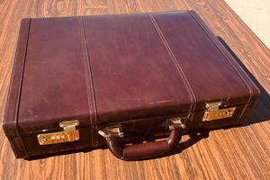 HERITAGE LEATHER BRIEFCASE WITH COMBO LOCKS for Sale in Tucson, AZ