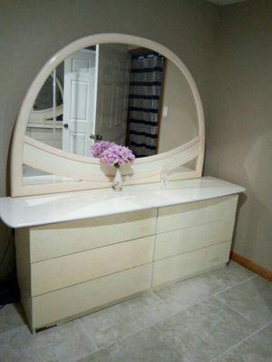 Cream White Heavy (Long Lasting) 5pcs Queen Bedroom Set $600 for Sale in Glenn Dale, MD