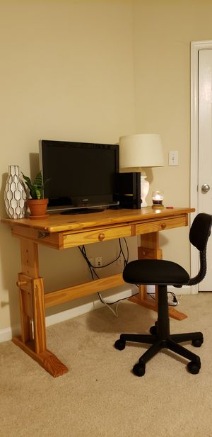 Drafting Desk, TV, & Chair for Sale in Fairfax, VA