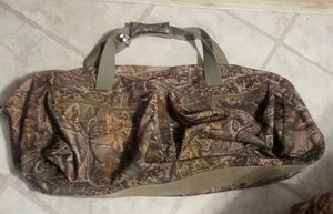 Cabelas L 3D Seclusion Camo Duffle Bag for Sale in Maple Valley, WA