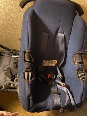 Car Seat/ converts into stroller for Sale in Dallas, TX