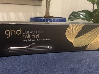 BRAND NEW ghd Curve Iron for Sale in Kent,  WA