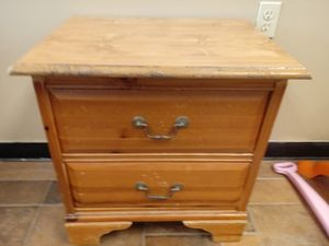 End table for Sale in St. Peters, MO