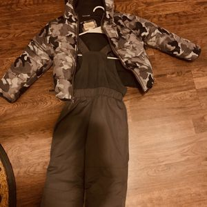 Kids Winter Overall And Jacket size 4T for Sale in Cicero, IL