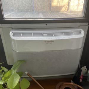 Frigidaire SMART 6000BTU 250sqft Window Airconditioner White for Sale in New York, NY
