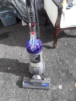 SB vacuum dyson upright Bagless for Sale in Winter Haven, FL