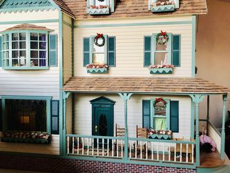 Antique Doll House for Sale in Aurora,  OR