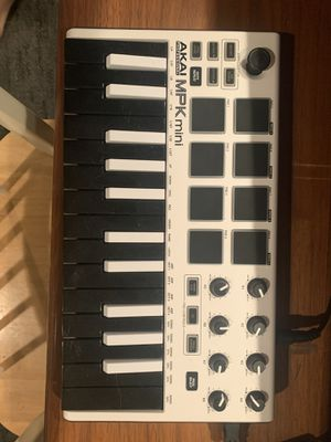 Akai MPK mini and sustain pedal for Sale in Manchester, MO