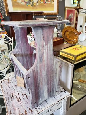 Antique End table with magazine rack for Sale in Oviedo, FL