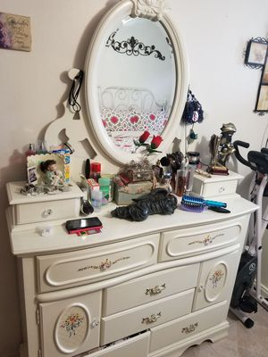 2 Dressers & 2 Nightstands for Sale in Brooklyn, NY