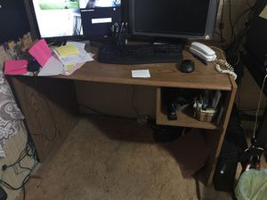 Small computer desk for Sale in Del Valle, TX