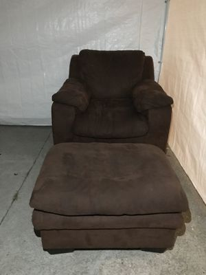 Arm couch for Sale in Richmond, CA