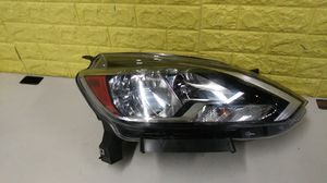 2016 - 2018 NISSAN SENTRA RIGHT PASSENGER HEADLIGHT HALOGEN ACCENT LED GENUINE USED OEM Z6 for Sale in Lynwood, CA