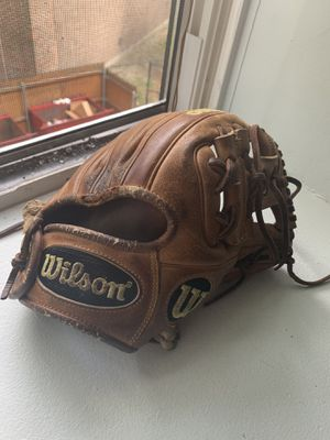 wilson A2000 DP15 baseball glove just for 200 for Sale in Boston, MA