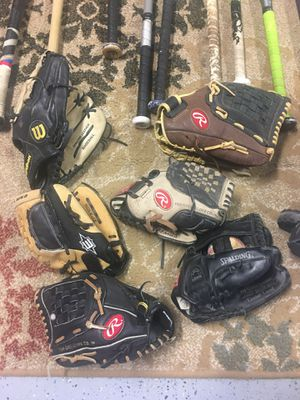 Youth Baseball gloves ⚾️ for Sale in Tracy, CA