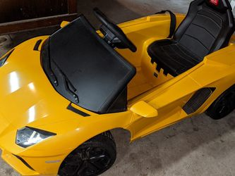 "Rastar Lamborghini Aventador ""LP700-4"" 6-volt Battery Powered Ride-on Car, Yellow for Sale in Humble,  TX"