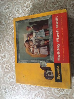 Brownie, Kodak Holiday Flash Outfit Camera, Vintage Camera for Sale in Greensburg, PA