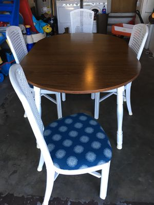 Table and chairs for Sale in Clearwater, FL