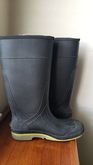 Rain boots size 7 adults for Sale in Downey, CA