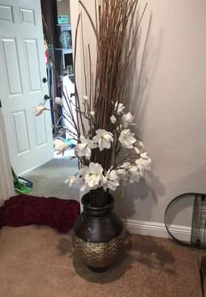 Silk flowers and vase for Sale in Fullerton, CA