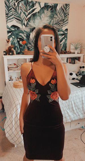 SUPER BEAUTIFUL BURGUNDY FLORAL DRESS for Sale in Perris, CA