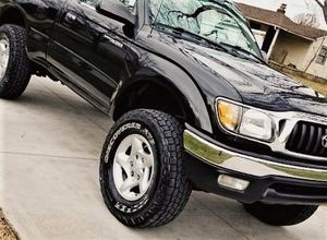 Great FOR OFF Road! Super clean! TOYOTA Tacoma 2001 for Sale in Cincinnati, OH