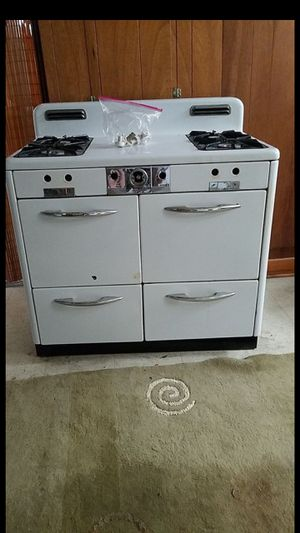 Grand brand vintage stove for Sale in Cleveland, OH