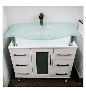 "Bathroom Gabinet Dimension: 36""W x 22""D x 35.5"" H for Sale in Hialeah, FL"