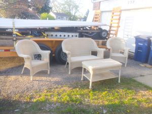 Tan wicker patio furniture. 4 pc for Sale in Galloway, OH