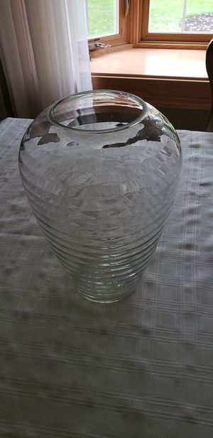 Vase flower pot urn for Sale in Brunswick, OH