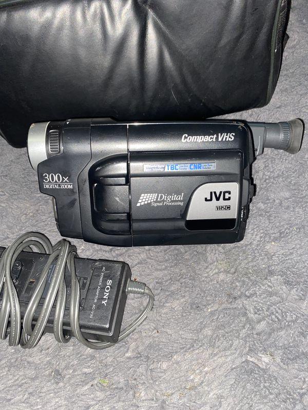 JVC GR-AXM225U Compact VHS Camcorder VHS-C Transfer Bundle Case Battery Pack AC