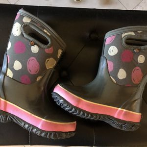Toddler Size 9 Bogs Snow Boots Waterproof Rain Boots for Sale in Cerritos, CA