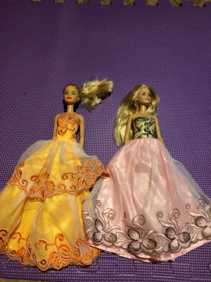 2 Barbie dolls in night gowns for Sale in Lilburn, GA