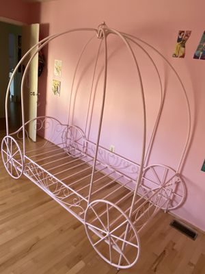 Princess Carriage Metal Bed Frame/Twin Size/ Pink for Sale in Bernards, NJ