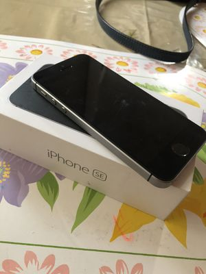 iPhone SE 32gb for att and cricket carrier only. No issues at all. for Sale in Santa Ana, CA