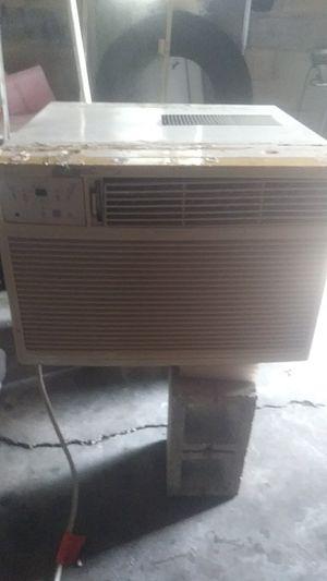 Ac unit 250o0 btu for Sale in Wahneta, FL