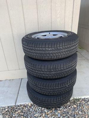 Jeep wheels with General Altima RT tires( full set, comes with hardware) for Sale in Laguna Beach, CA