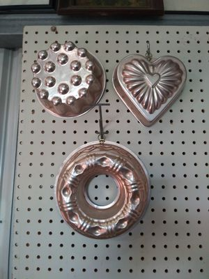 Lot of 3 Copper Aluminum Bundt Cake Pan Jello Mold 2 Round 1 Heart Shaped for Sale in La Vernia, TX